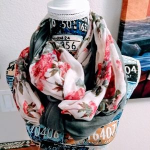 ⬇️❤️ Multicolored flowery Scarf